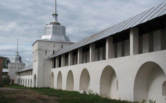 Система арок в монастырском